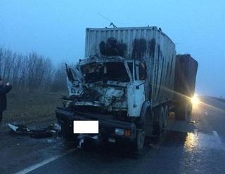 На Ставрополье при столкновении двух грузовиков погиб человек