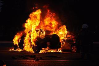 В Пятигорске неизвестные подожгли автомобиль, бросив в него «Коктейль Молотова»
