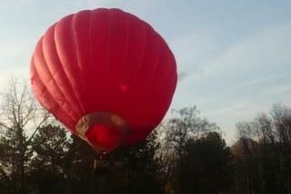 В Пятигорске во время взлета воздушный шар с пассажирами зацепился за деревья