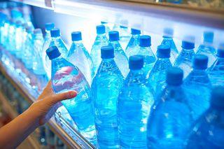 Почти 80% минеральной воды в российских магазинах является контрафактом