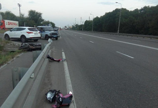 В Невинномысске мотоциклист разбился насмерть, врезавшись в отбойник