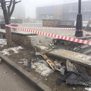Водитель внедорожника повредил новую лестницу курортного парка в Железноводске