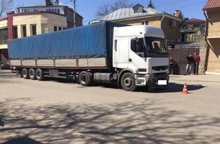 В Пятигорске пешеход-нарушитель попал под колеса грузовика