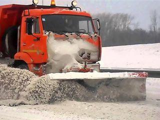В Железноводске коммунальщики борются со снежными заносами