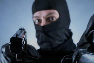 Вооруженный человек в маске ограбил букмекерскую контору в Ставрополе