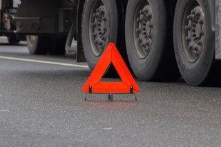 На Ставрополье водителя и пассажирку легковушки убило диском от колеса фуры
