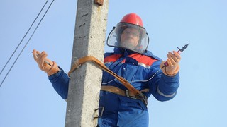 На Ставрополье шквалистый ветер оставил без света 1,8 тысячи человек