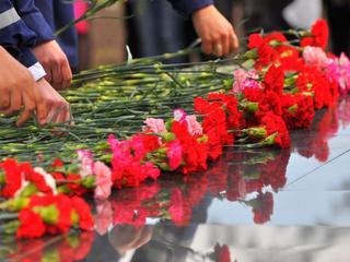 Суд оправдал активистов КПРФ, возложивших цветы в день рождения Сталина