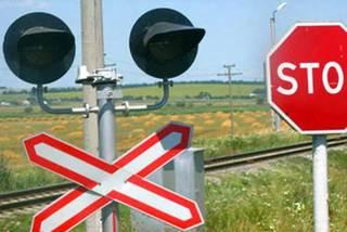 На Ставрополье грузовой поезд столкнулся с легковым автомобилем