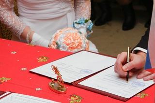 Жители Пятигорска стали чаще жениться и разводиться
