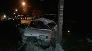 В Пятигорске при столкновении с двумя автомобилями и бетонной мачтой погиб водитель