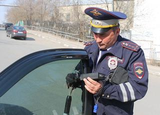 """Ставропольские инспекторы за неделю """"растонировали"""" 2,5 тысячи автомобилей"""