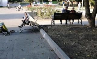 В парке Железноводска несовершеннолетние вандалы сломали лавочки