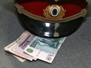 В Пятигорске двое полицейских попались на взятке в 20 тысяч рублей