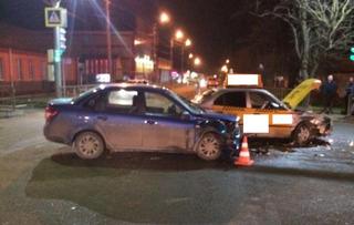 На Ставрополье в ДТП с такси пострадала семья с маленьким ребенком