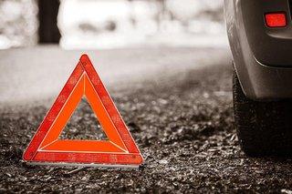 Недалеко от ставропольского аэропорта пьяный водитель врезался в дорожный знак и перевернулся