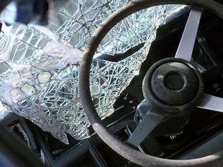 В Ессентуках при лобовом столкновении двух легковушек пострадали четыре человека