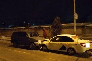 В Ставрополе пьяный водитель иномарки врезался в такси