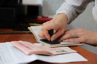В Пятигорске сотрудницу МВД подозревают в фиктивной регистрации 30 мигрантов