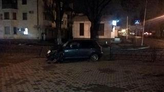 В Пятигорске неопытная автоледи протаранила дорожное ограждение
