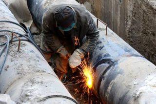 В Кисловодске во время ремонта теплотрассы на рабочего рухнула бетонная стена