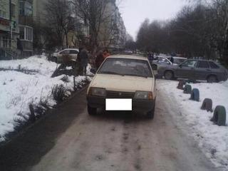 В Предгорном районе водитель, сдавая назад, сбил 7-летнюю девочку