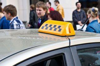На Ставрополье пассажиры отняли машину у таксиста и попали в ДТП
