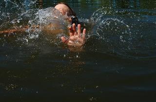 На Ставрополье 8-летний ребенок упал в водоем и утонул