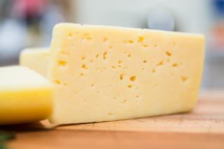 На Ставрополье изъяли крупную партию поддельного сыра