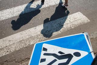 В Кисловодске водитель легковушки сбил двух пешеходов, выехав на встречную полосу