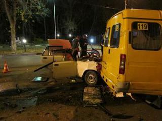 Один человек погиб и семеро пострадали в ДТП с маршруткой в Ставрополе