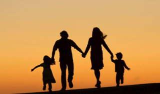 Почему родители должны не только воспитывать детей, но и жить нормальной жизнью?