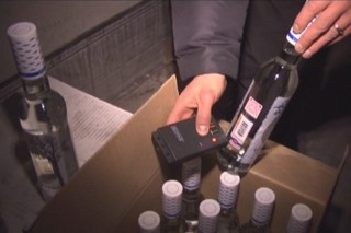 На Ставрополье организатор поставки поддельного алкоголя пытался дать взятку полиции