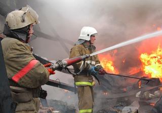 Частный дом и гараж загорелись в Минводах
