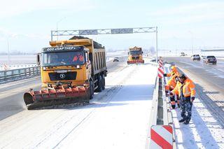 Более 300 единиц техники ликвидируют последствия снегопада на дорогах СКФО