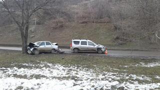 В Пятигорске водитель и пассажир пострадали в ДТП с тремя столкновениями