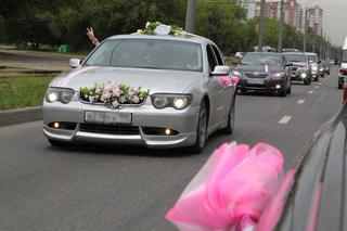 ГИБДД призвала участников свадебных кортежей на Ставрополье к соблюдению порядка